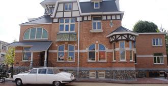 Charmehotel Villa Saporis - האסל - בניין