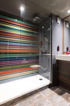 Village Hotel Newcastle - Newcastle upon Tyne - Bathroom