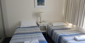 Tranquil Shores Holiday Apartments - Caloundra - Bedroom