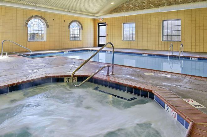 Super 8 by Wyndham Bowling Green North - Bowling Green - Pool