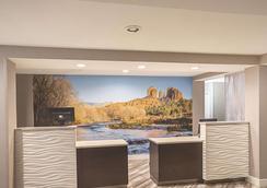 La Quinta Inn & Suites by Wyndham Flagstaff - Flagstaff - Lobby