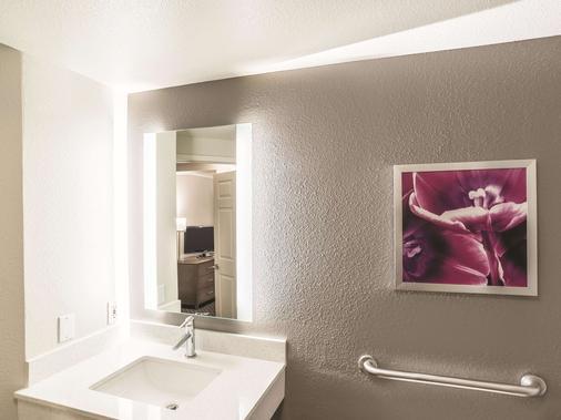 La Quinta Inn & Suites by Wyndham Flagstaff - Flagstaff - Bathroom