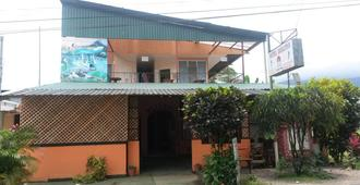 Hostel Dorothy - La Fortuna - Building