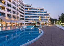 Hotel Globus - Half Board - Sonnenstrand - Pool