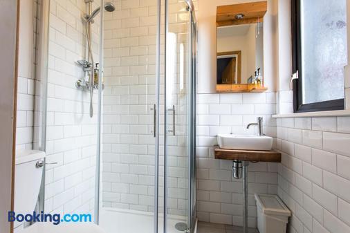 The Nest Boutique Hostel - Galway - Bathroom