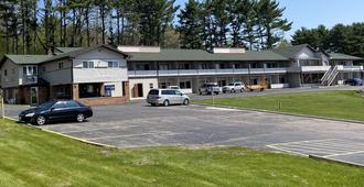 Campus Inn Motel - Baraboo - Building