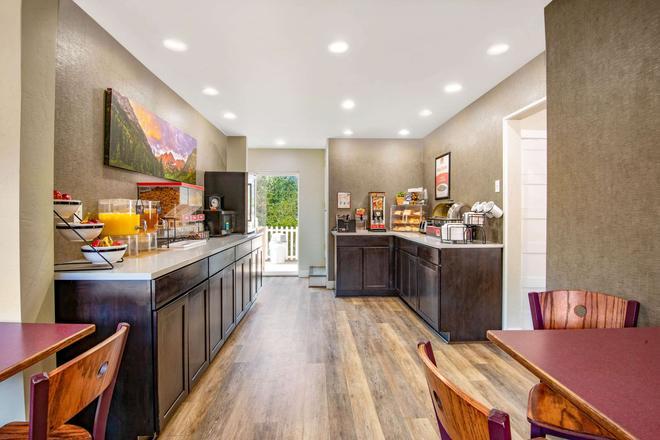 Econo Lodge Inn & Suites - Durango - Buffet
