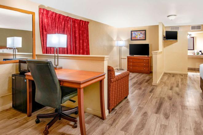 Econo Lodge Inn & Suites - Durango - Makuuhuone