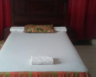 The State Hotel - Cap Haitien - Bedroom