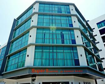 Super 8 Bayan Baru - Penang - Building