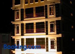 Hotel Maximillian - Bati - Bangunan
