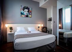 Hotel Le Manoir - La Rochelle - Bedroom