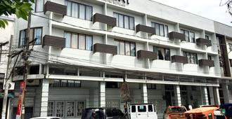 Almont City Hotel - Butuan