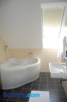 Hotel Academic - Zvolen - Bathroom