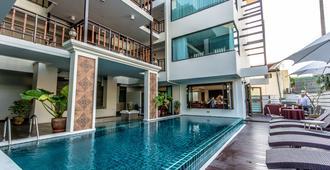 Goldenbell Hotel Chiangmai - Chiang Mai - Pileta