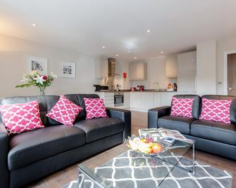 Roomspace Apartments -Trinity House - Reigate - Wohnzimmer