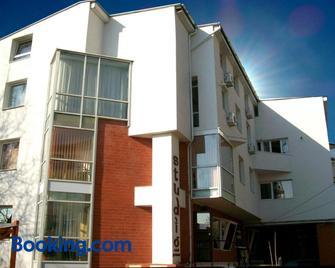 Pensiunea Studio - Bacău - Building