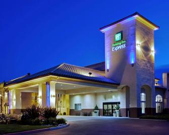 Holiday Inn Express Madera - Madera - Building
