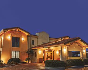 La Quinta Inn by Wyndham Midland - Midland - Rakennus
