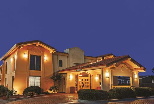 La Quinta Inn by Wyndham Midland - Midland - Toà nhà
