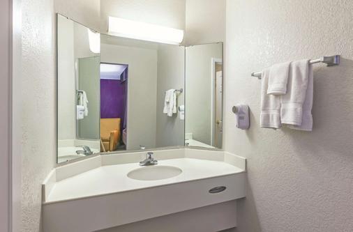 La Quinta Inn by Wyndham Midland - Midland - Phòng tắm