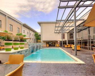 City Lodge Hotel at OR Tambo International Airport - Kempton Park - Pool