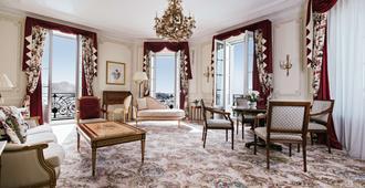 Hôtel du Palais Biarritz, in The Unbound Collection by Hyatt - Biarritz - Living room