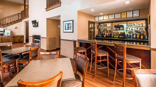 Best Western Plus The Inn & Suites at the Falls - Poughkeepsie - Bar