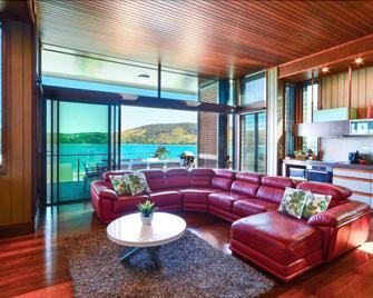 Yacht Club Villa 28 - Hamilton Island - Wohnzimmer
