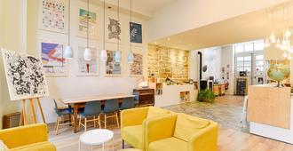 Slo Living Hostel - ליון - לובי