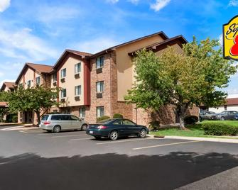 Super 8 by Wyndham Peoria East - East Peoria - Building