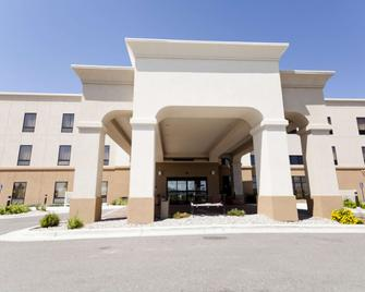 Hampton Inn And Suites Riverton - Riverton - Gebouw