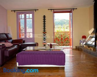 Casa de piedra en Pirinéo Oriental - Prats-de-Mollo-la-Preste - Living room