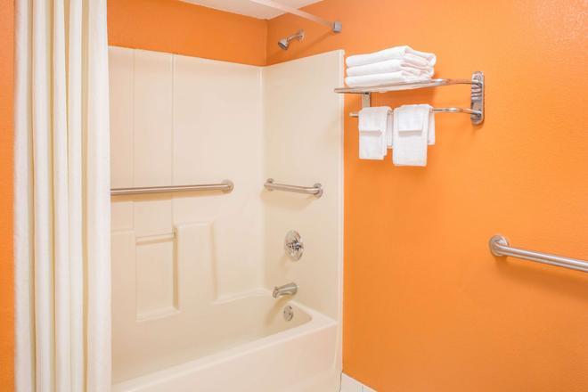 Days Inn by Wyndham Blytheville - Blytheville - Bathroom