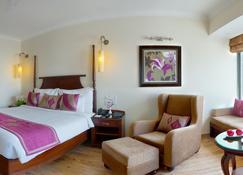 Royal Orchid Fort Resort - Mussoorie - Bedroom