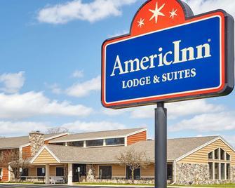 AmericInn by Wyndham Burlington - Burlington - Building