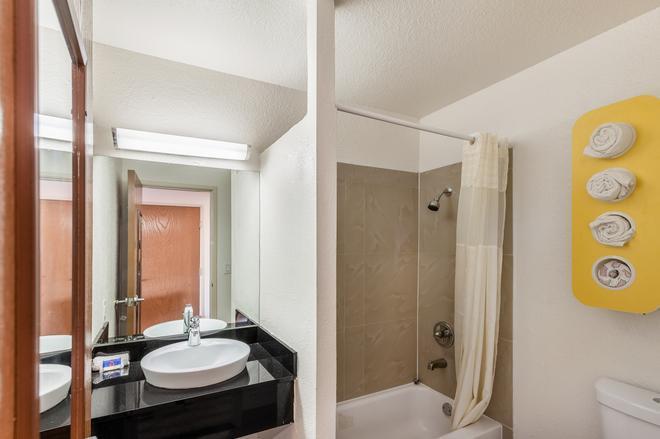 南達拉斯 6 號汽車旅館 - 達拉斯 - 達拉斯 - 浴室