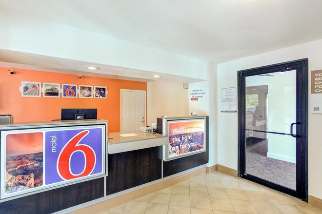 南達拉斯 6 號汽車旅館 - 達拉斯 - 達拉斯 - 櫃檯