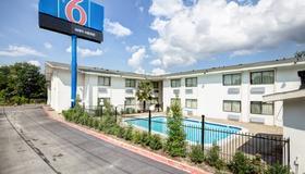 Motel 6 Dallas South - Dallas - Gebäude