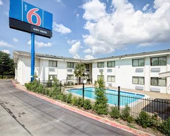 Motel 6 Dallas South - Dallas - Building