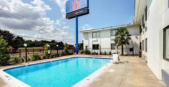 Motel 6 Dallas South - Dallas - Bể bơi