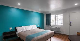 Motel 6 Norwalk - Norwalk - Bedroom