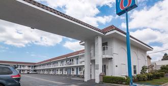 Motel 6 Norwalk - Norwalk - Edificio