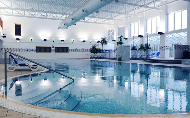 Village Hotel Bournemouth - Bournemouth - Πισίνα