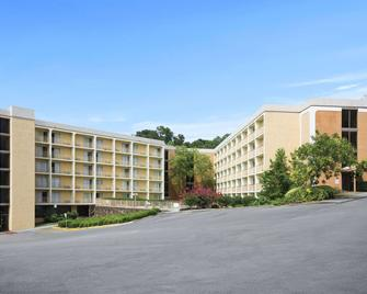 Days Inn by Wyndham Birmingham AL - Birmingham - Building