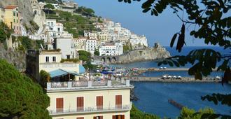 Hotel La Bussola - Amalfi - Näkymät ulkona