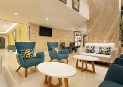 Ramada by Wyndham Downtown Dubai - Dubai - Lounge