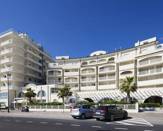Yes Hotel Touring - Rimini - Building