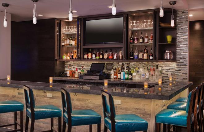 Hilton Garden Inn Financial Center/Manhattan Downtown, NY - New York - Bar
