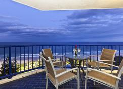 Surf Regency Apartments - Сёрферс Парадайз - Балкон